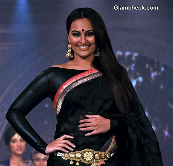 Sonakshi Sinha Walks the Ramp at Rajguru Fashion Parade 2013 in Bangalore