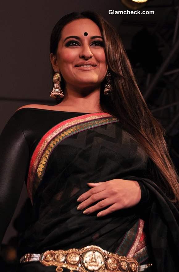 Sonakshi Sinha at Rajguru Fashion Parade 2013 Bangalore