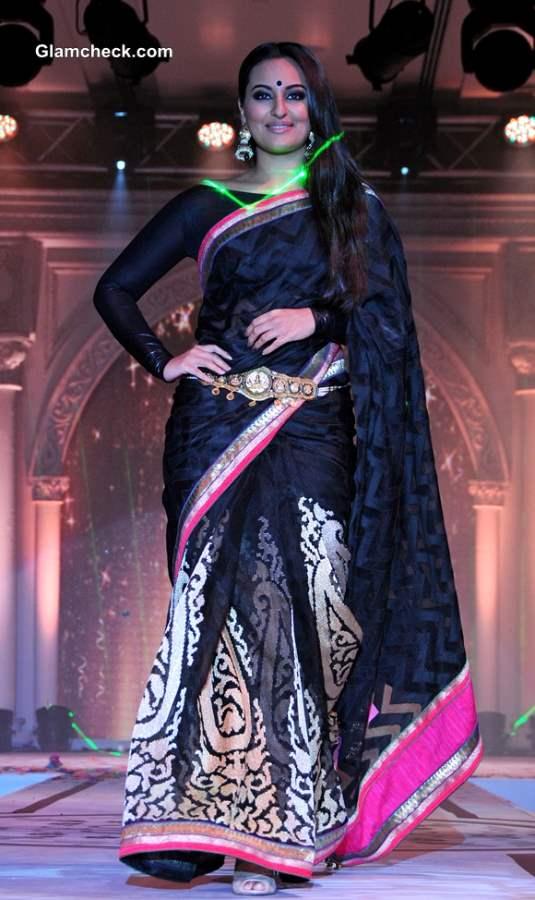 Sonakshi Sinha at Rajguru Fashion Parade 2013 in Bangalore