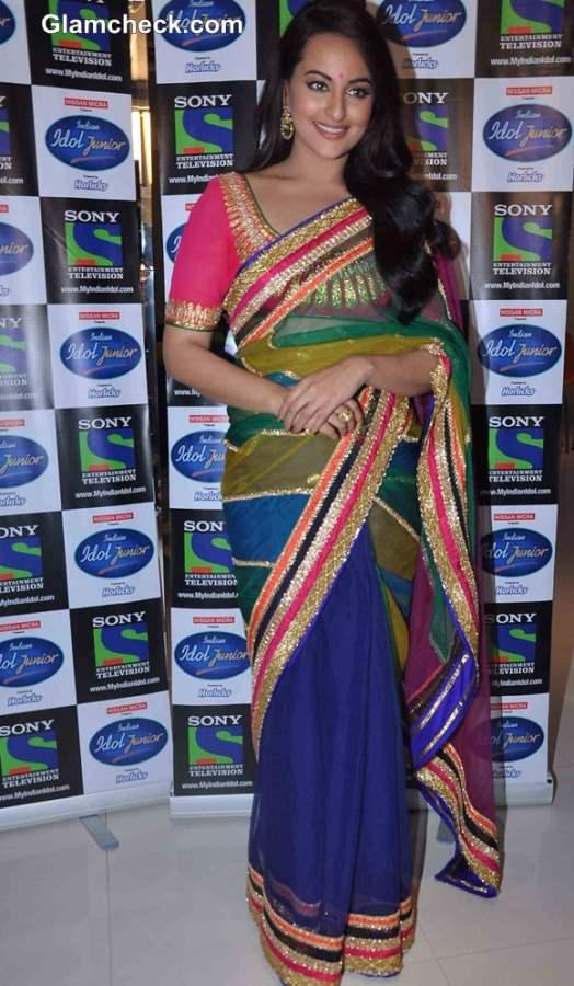 Sonakshi Sinha in sari Promotes Lootera on Indian Idol Jr