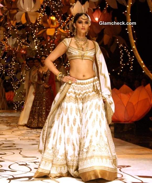 Sonam Kapoor 2013 India Bridal Fashion Week Rohit Bal