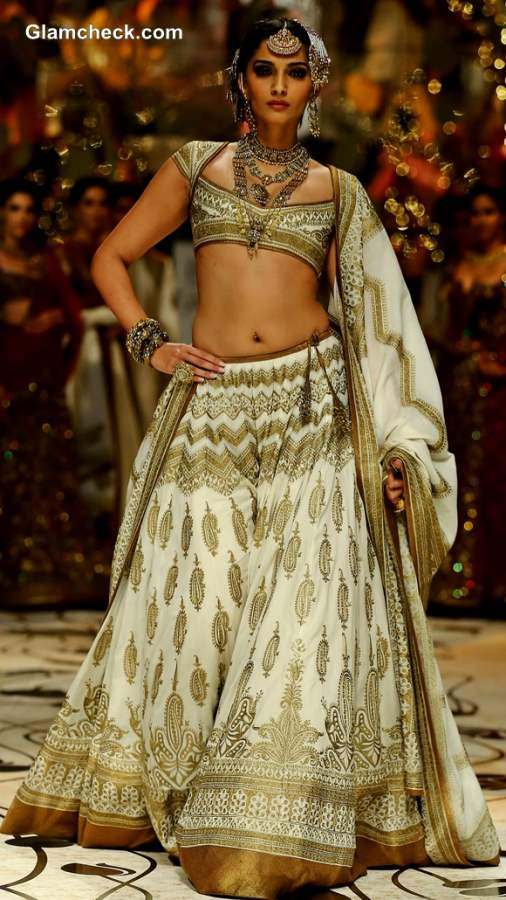 Sonam Kapoor Showstopper at Rohit Bal Show India Bridal Fashion Week 2013 Day 4