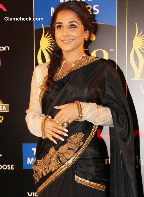 Vidya Balan Black Sari at IIFA Rocks 2013