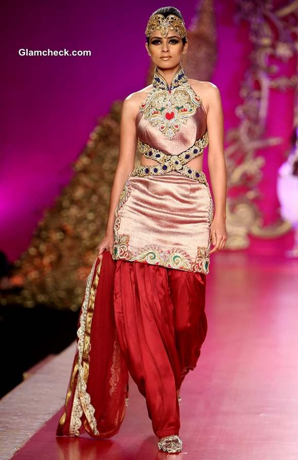 2013 Delhi Couture Week Ritu Beri collection sho day 4