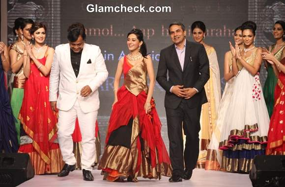 Amrita Rao Show Stopper for Agni Jewellers at IIJW 2013 – Day 1