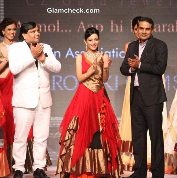 Amrita Rao for Agni Jewellers at IIJW 2013 – Day 1