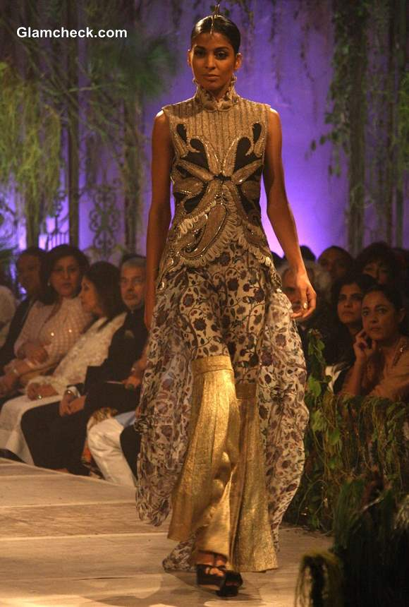 Anamika Khanna 2013 collection at Delhi Couture Week