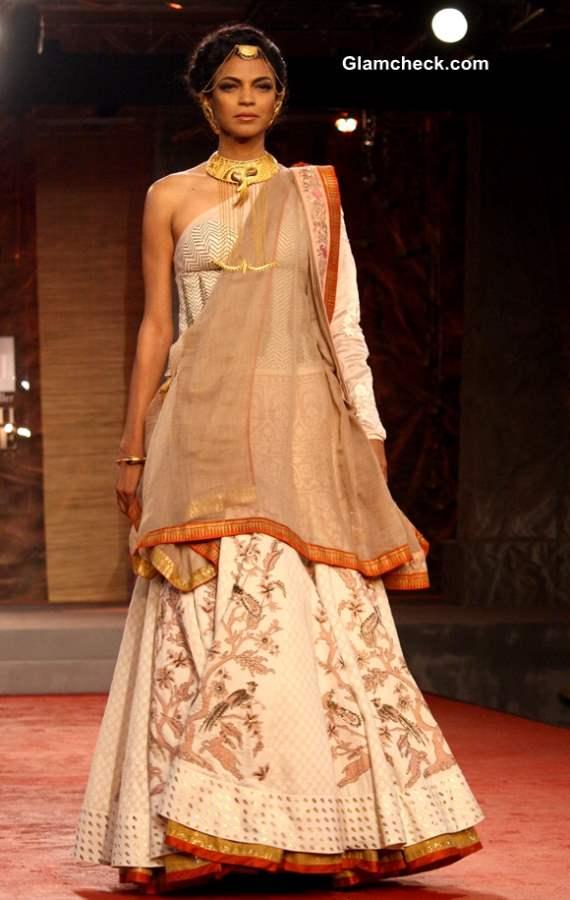 Anju Modi Collection at Delhi Couture Week 2013