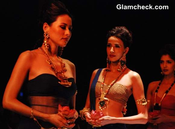 Apali Jewellers IIJW 2013 – Day 1
