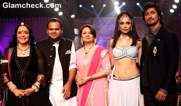 Celebs for Birdhichand Ghanshyamdas Jewellers at IIJW 2013