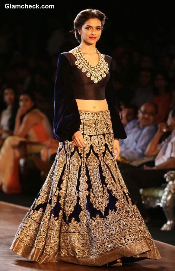 Deepika Padukone Showstopper Manish Malhotra Delhi Couture Week 2013