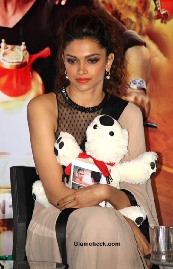 Deepika Padukone in SARI 2013