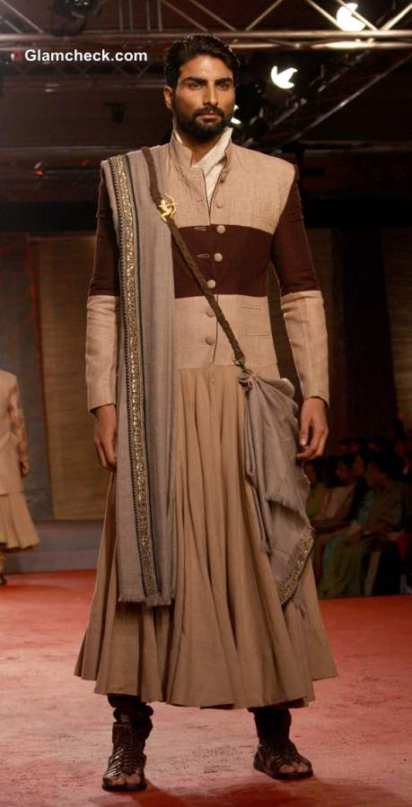 Designer Anju Modi collection at the Delhi Couture Week 2013