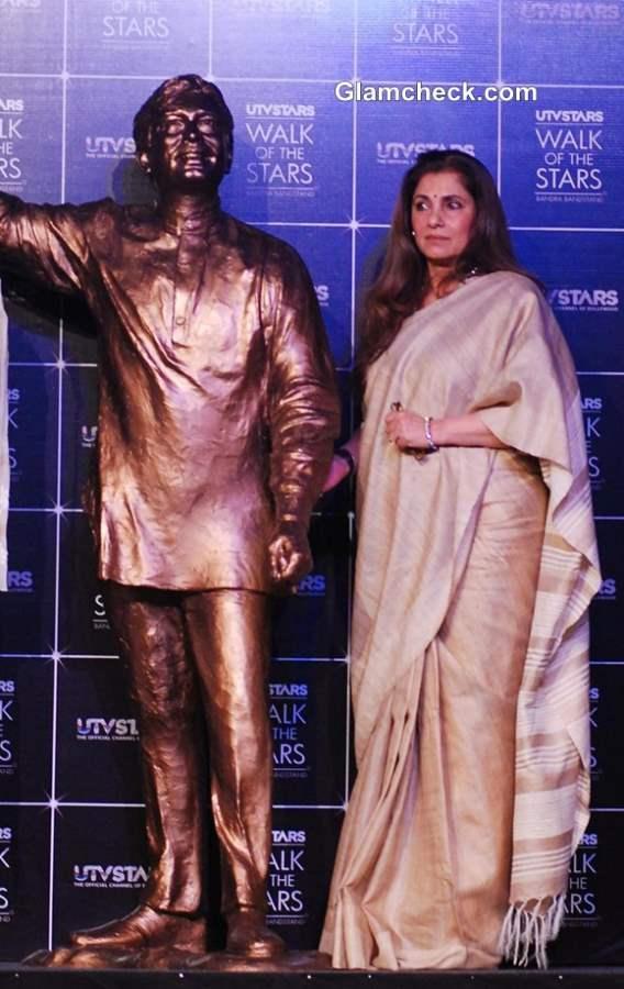 Dimple Kapadia Unveils Bronze Statue of Late Rajesh Khanna