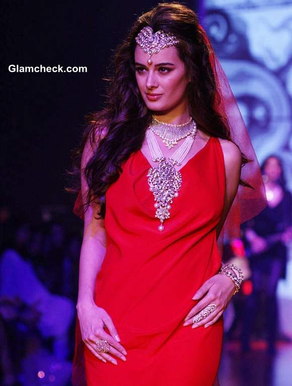 Evelyn Sharma for Gehna Jewellers at IIJW 2013