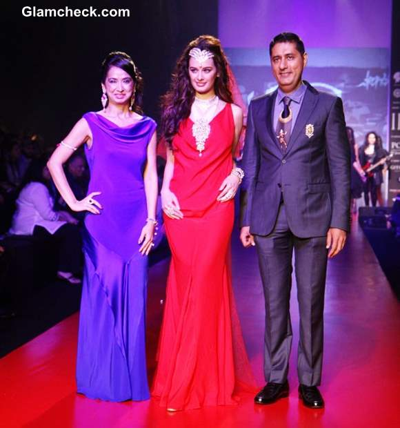 Gehna Jewellers at IIJW 2013