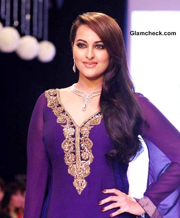 Gitanjali collection at IIJW 2013 Sonakshi Sinha Showstoppers