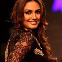 Huma Qureshi IIJW 2013 Auro Gold Jewels