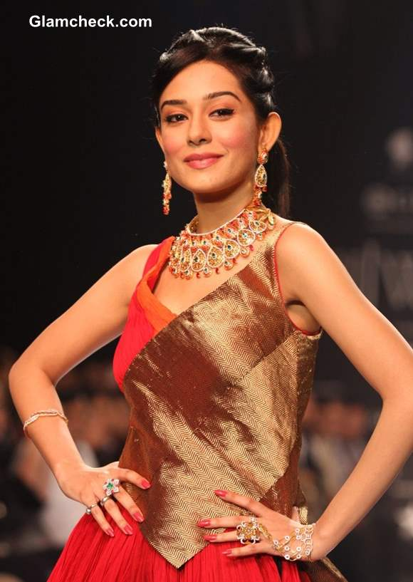 IIJW 2013 Amrita Rao for Agni Jewellers