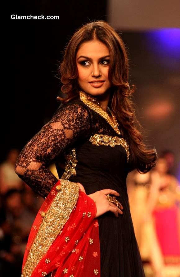 IIJW 2013 Auro Gold Jewels Huma Qureshi