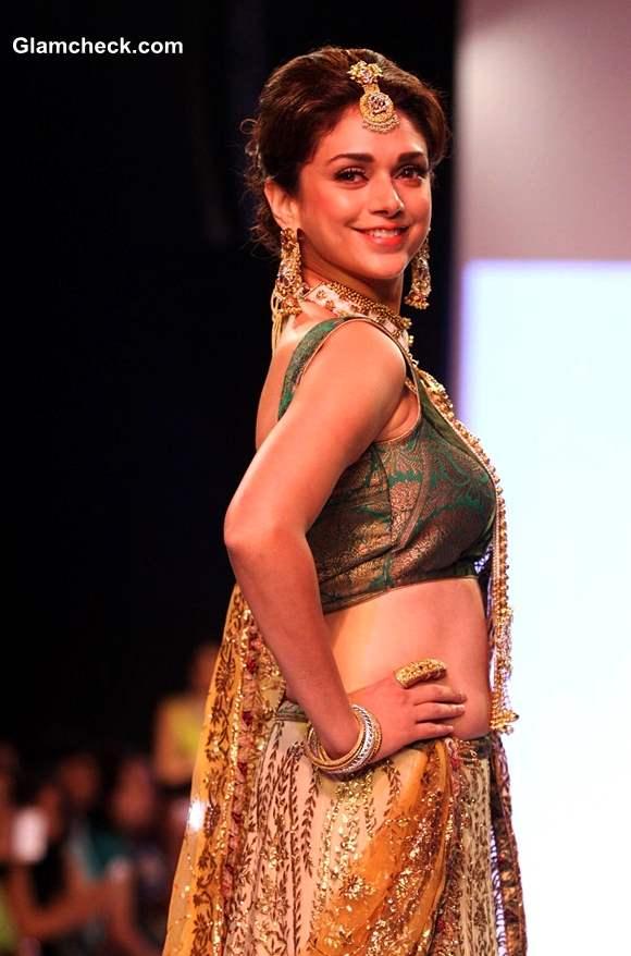 IIJW 2013 Dipti Amisha showstopper Aditi Rao Hydari