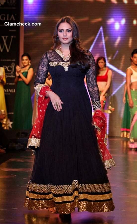 IIJW 2013 - Huma Qureshi for Auro Gold Jewels