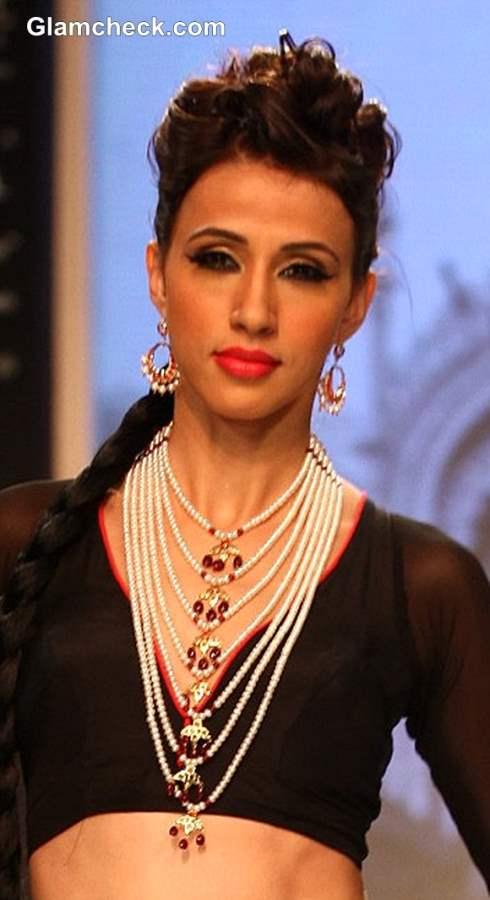 IIJW 2013  Moni Agrawal jewelry