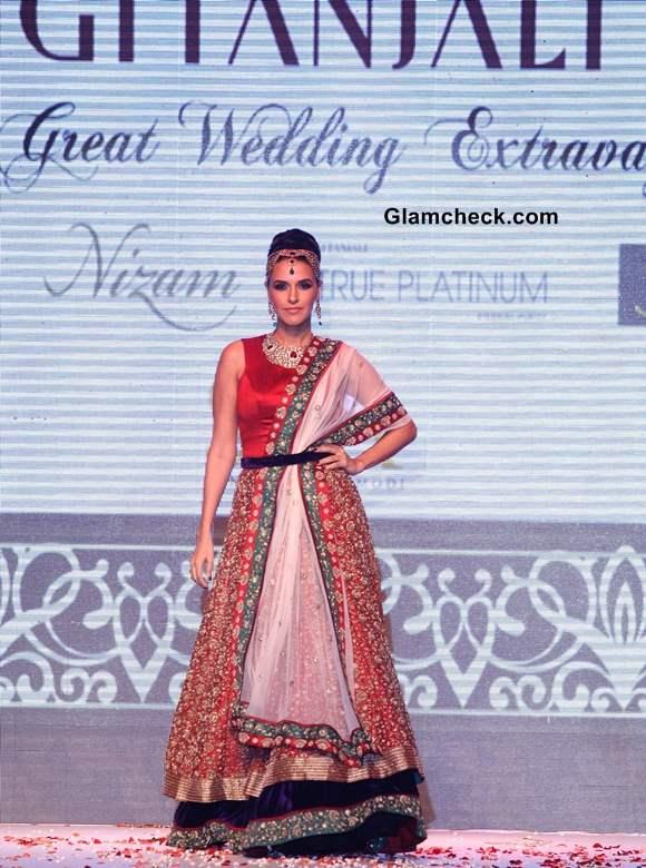 IIJW 2013 Neha Dhupia for Gitanjali Jewels