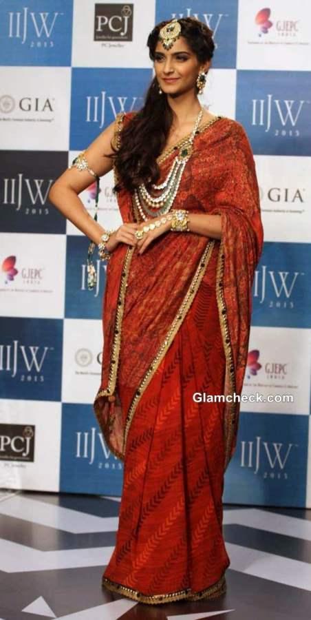 IIJW 2013 Sonam Kapoor grand finale