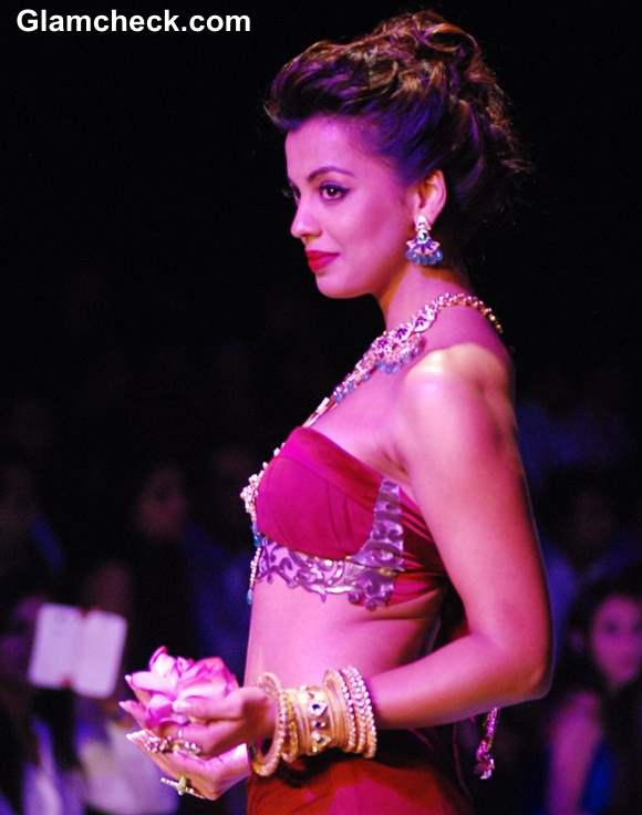 IIJW 2013 Mugdha Godse for Apali Jewellers