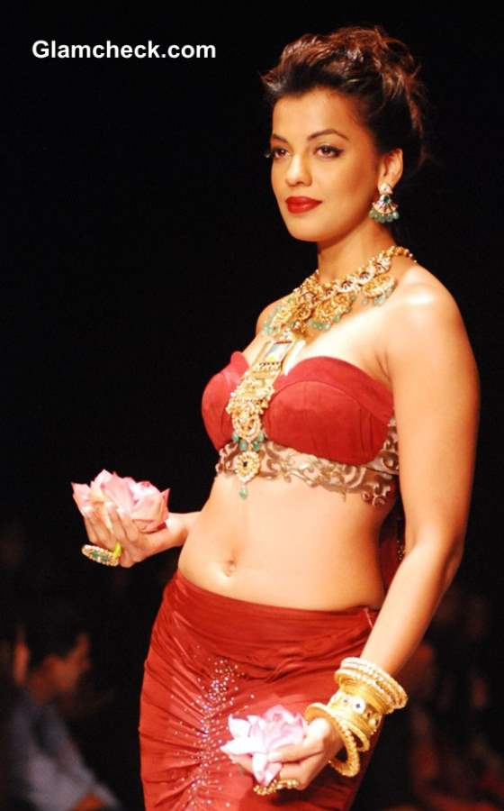 India International Jewelry Week 2013 – Day 1 Mugdha Godse for Apali Jewellers