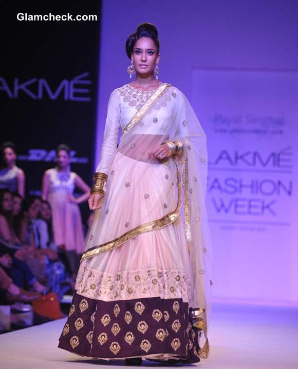 Lisa Hayden Show Stopper for Payal Singhal at LFW 2013