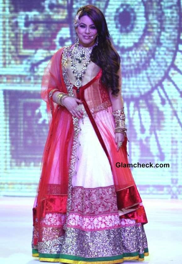 Mahima Chaudhary IIJW 2013 Shobha Shringar Jewellers