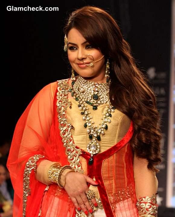 Mahima Chaudhary at IIJW 2013 for Shobha Shringar Jewellers