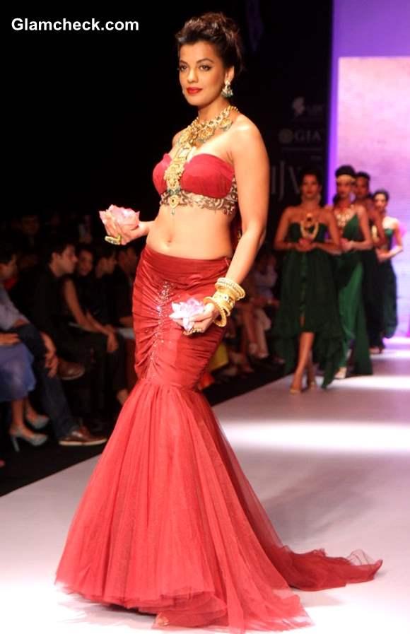 Mugdha Godse for Apali Jewellers at India International Jewelry Week 2013 – Day 1