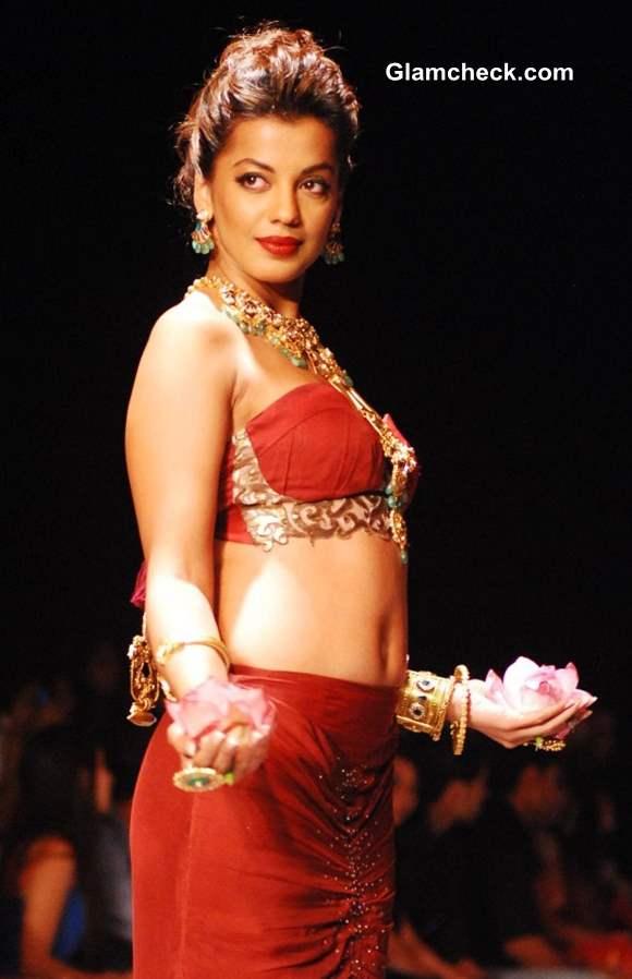 Mugdha Godse for Apali Jewellers at India International Jewelry Week 2013
