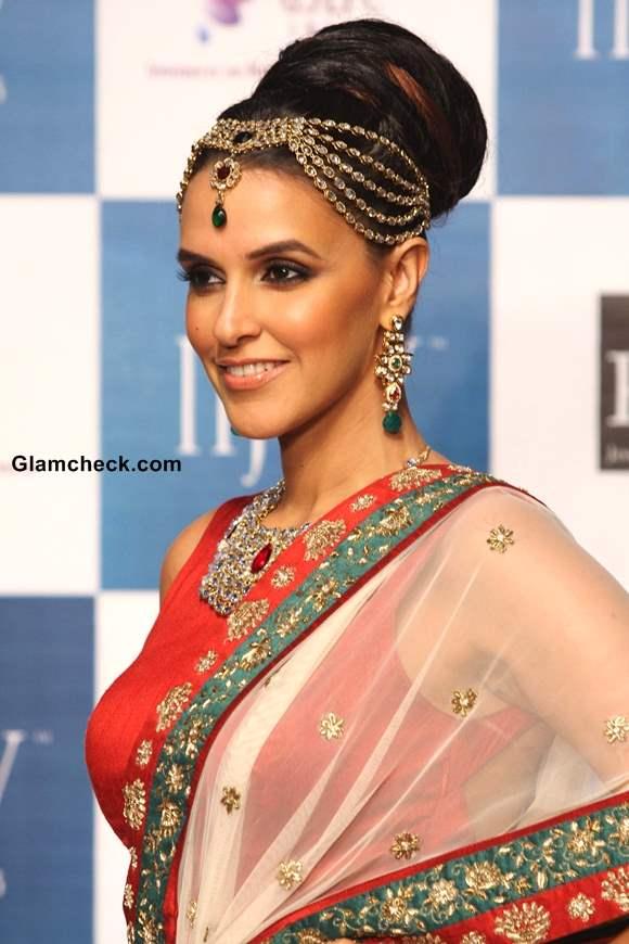 Neha Dhupia Show-stopper for Gitanjali Jewels – IIJW 2013 Day 2