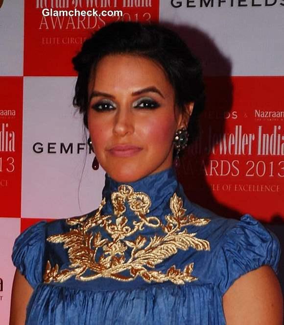 Neha Dhupia hairstyle makeup at Jewellers Awards 2013