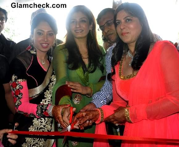 Raveena Tandon Inaugurates 6th ZAIRA Retail Store in New Delhi