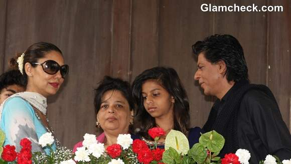 Shahrukh Khan with family Wishes Fans Eid pictures