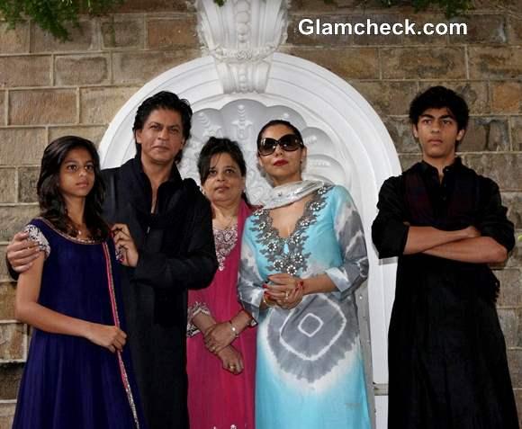 Shahrukh Khan with wife Gauri and Kids Wish Fans Eid