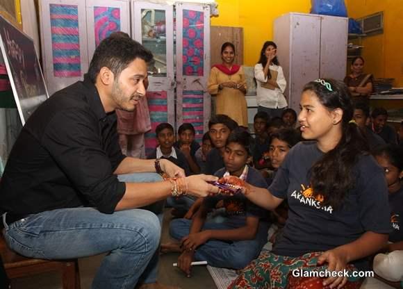 Shreyas Talpade Bonds With NGO Girls on Raksha Bandhan 2013
