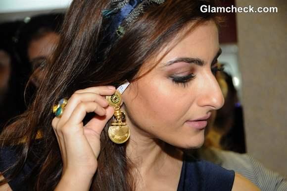 Soha Ali Khan 2013 Glamour Style Walk