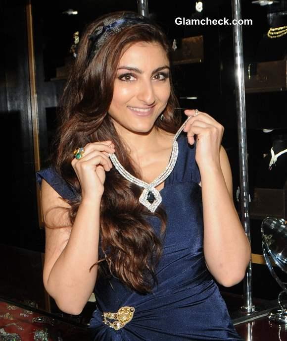 Soha Ali Khan Glamour Style Walk 2013