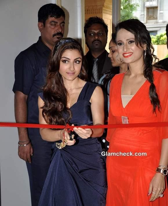 Soha Ali Khan Inaugurates Glamour Style Walk 2013