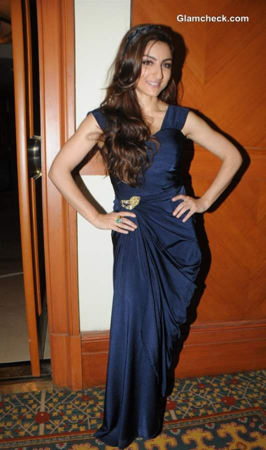 Soha Ali Khan at Glamour Style Walk 2013 in Blue gown