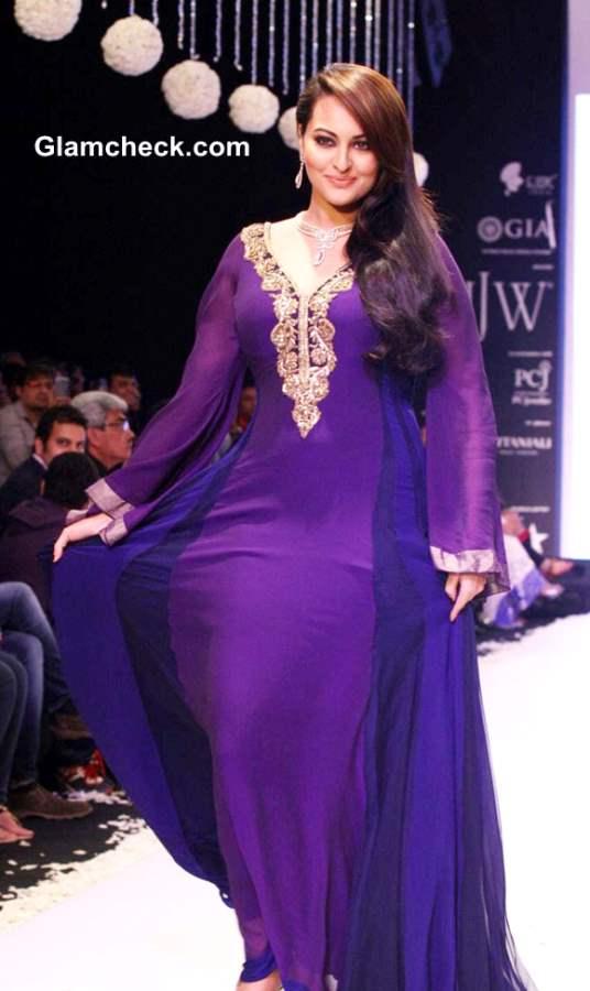 Sonakshi Sinha purple gown at IIJW 2013 Gitanjali Beti collection