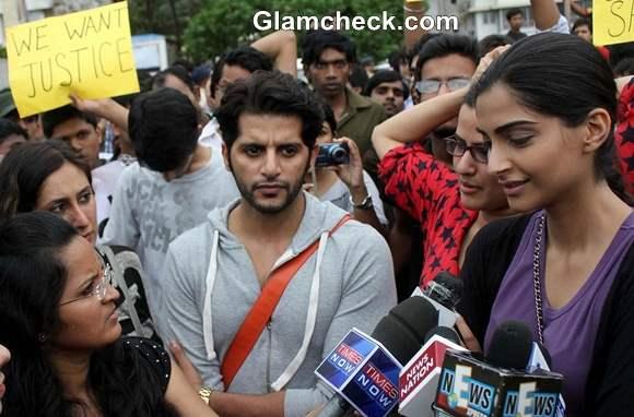 Sonam Kapoor Joins in Silent Protest against Mumbai Gangrape