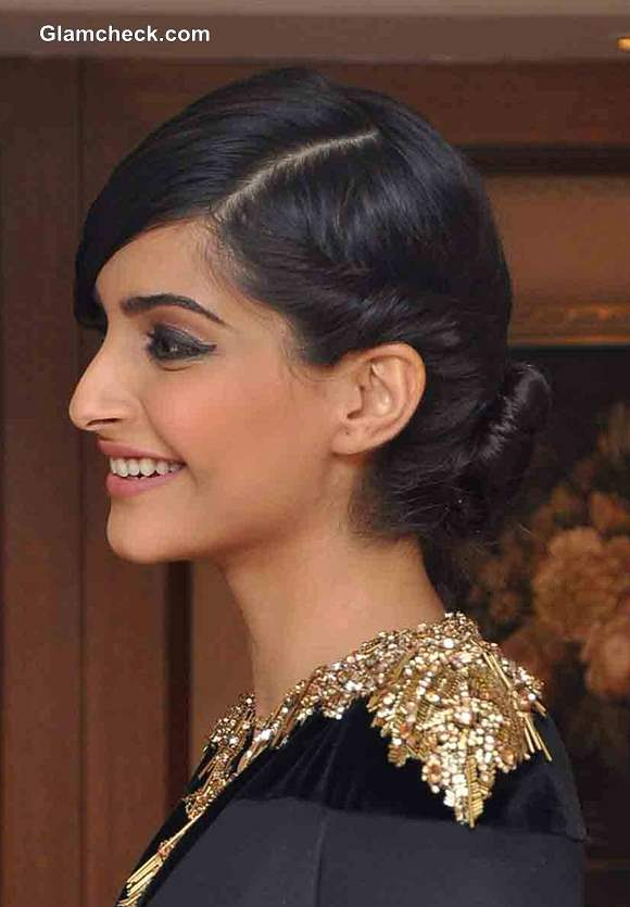 Sonam Kapoor At The Vogue Beauty Awards 2013-9816