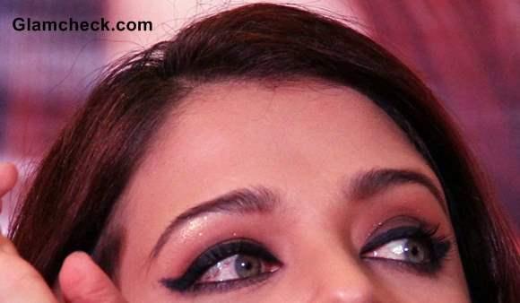 Aishwarya Rai Winged Eye Makeup how to